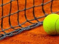 Ledig tennisbane