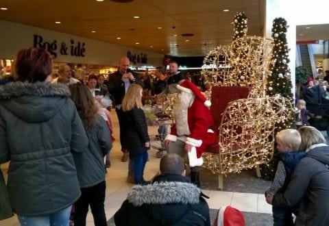 Julemanden tager imod i Vestsjælland Centeret. Foto: J.Hallig.