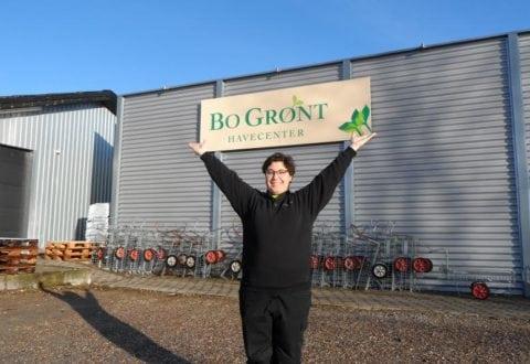 Line Møller, ejer af Bo Grønt Havecenter, byder velkommen.