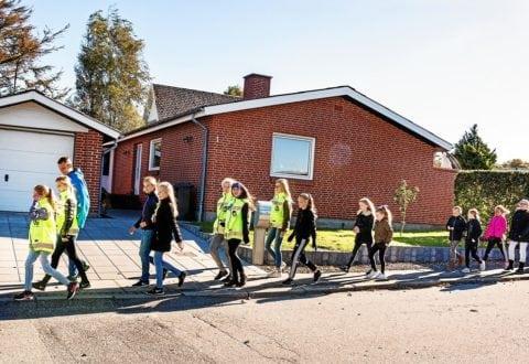 Ny gåbus følger de små til skole