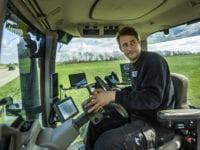 Landmand i traktor. Foto: Havarikommissionen for Vejtrafikulykker, fotograf Christoffer Askman.